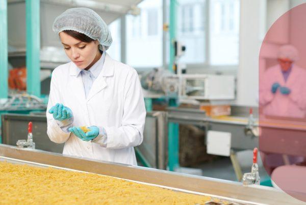 Cuidado de los alimentos en una fábrica especializada, en Grupo CCEIC somos especialistas.